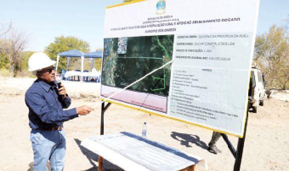 Apresentação da maquete de água à população rural e abeberamento do gado