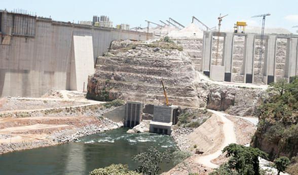 A primeira turbina da Barragem de Laúca começa hoje a produzir energia eléctrica