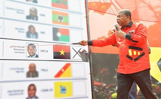 Um instantâneo da campanha do MPLA em que João Lourenço explica como votar no dia 23