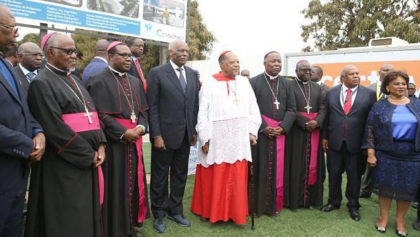 Os Bispos  católicos acompanharam  o acto de lançamento  da primeira pedra da Escola que leva o nome do Cardeal
