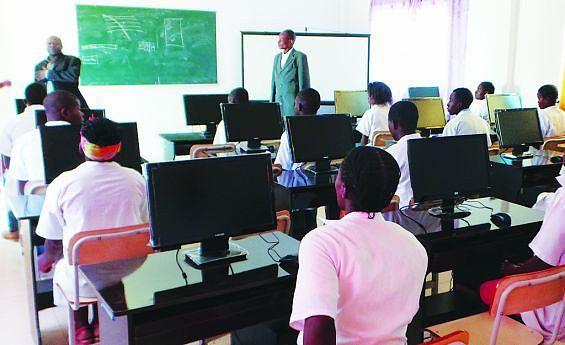 Salas de aula bem apetrechadas  foram construídas nos  municípios da província