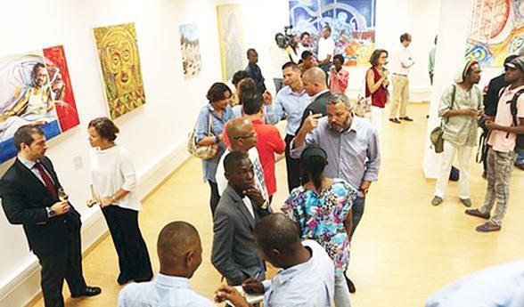 Obras de vários artistas retratam a história financeira do país