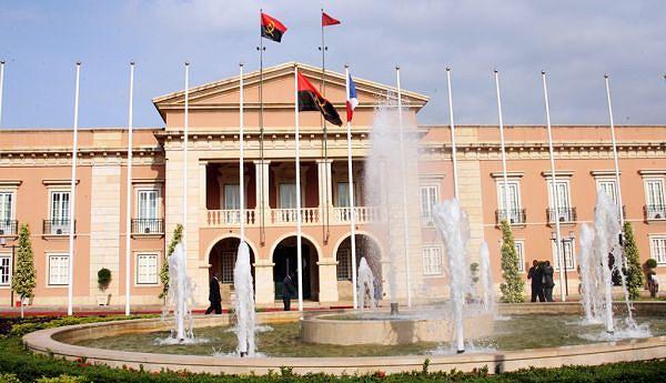 No Palácio da Cidade Alta  o Gabinete Presidencial  exerce a soberania nacional