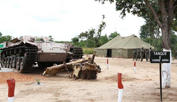 Tanque das SADF destruído  pelas FAPLA na Batalha  do Cuito Cuanavale