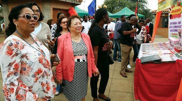 Maria Eugénia Neto ontem durante a visita à exposição