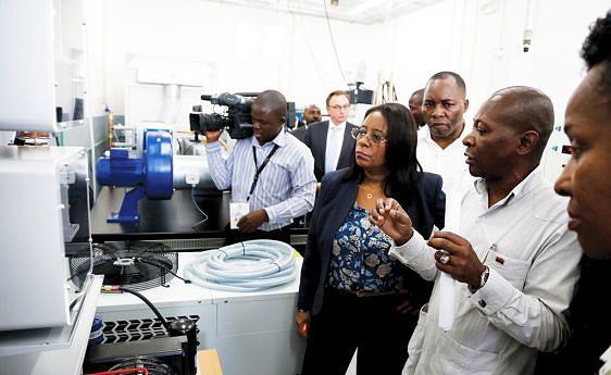 Reitora da Universidade Agostinho Neto apelou para a utilização racional do equipamento dos novos laboratórios