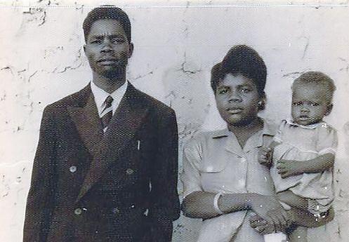 O agora Presidente da República de Angola com os pais