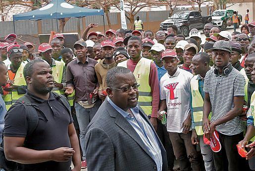 Várias pessoas têm assistido a palestras  sobre prevenção rodoviária em Luanda