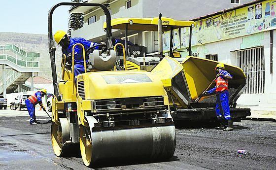 O programa abrange ainda a reabilitação da avenida da Mapunda, a ligação do casco urbano até à Fábrica de Cerveja N'gola