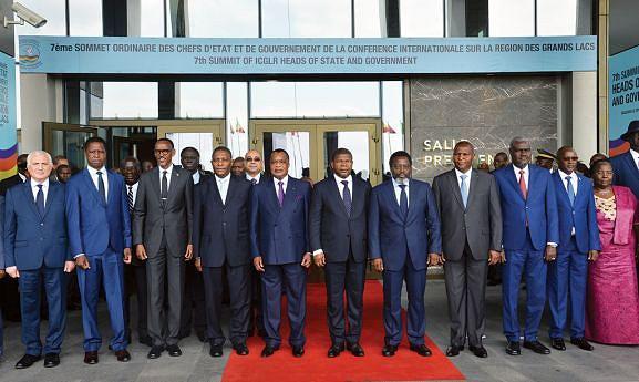 Chefes de Estado e de Governo da Conferência Internacional sobre a Região dos Grandes Lagos posaram para a posteridade na Cimeira de Brazzaville