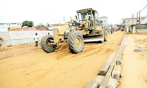 Obras de reabilitação das vias no casco urbano da cidade de Cabinda