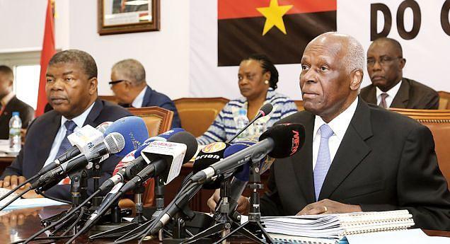 Presidente do MPLA, José Eduardo dos Santos, intervém na sessão de abertura ontem da reunião ordinária do Comité Central