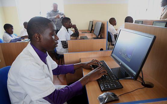 O acesso às tecnologias para os internautas angolanos passa a ser mais fácil e rápido a partir de Dezembro