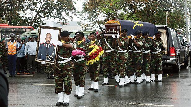 Companheiros e familiares estiveram no funeral de um dos fundadores das FAA