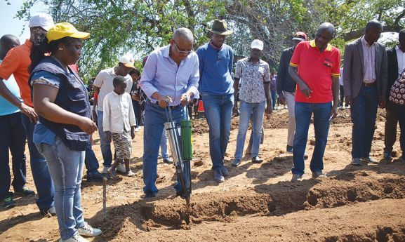 Governador do Namibe Carlos da Rocha Cruz esteve presente