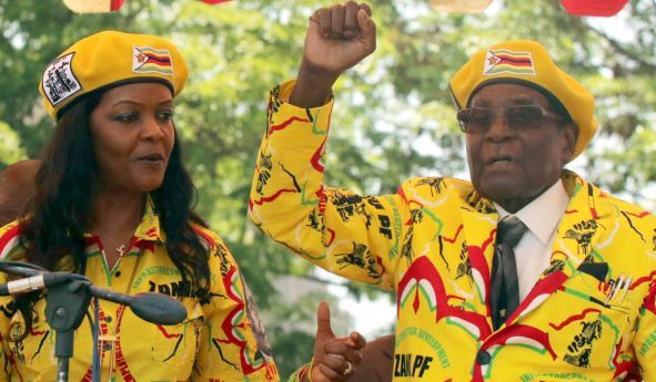Robert e Grace Mugabe contestados no Zimbabwe