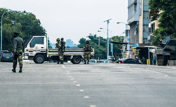 Meios de comunicação social noticiam que militares exigem saída de Mugabe