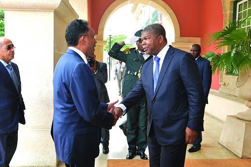 Presidente angolano na altura em que recebia o homólogo no Palácio Presidencial da Cidade Alta