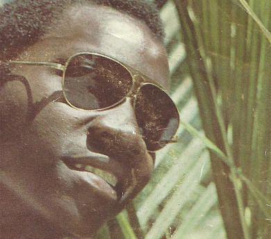 Dauly Jair é um dos cantores e compositores cuja carreira simboliza os primórdios da época de renovação estética da Música Popular Angolana