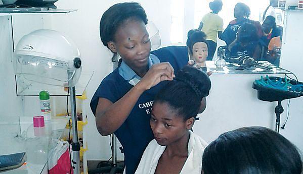 Isulina Kitumba depois de concluir o curso quer abrir um salão de beleza