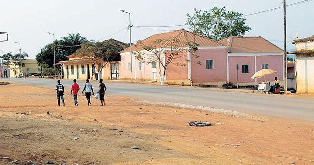 Cidadãos do Quitexe estão satisfeitos com as obras em andamento