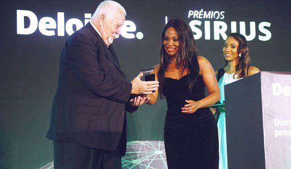 Elizabete Dias dos Santos, vencedora da categoria em 2016, troca simpatia com o seu sucessor Victor Alves