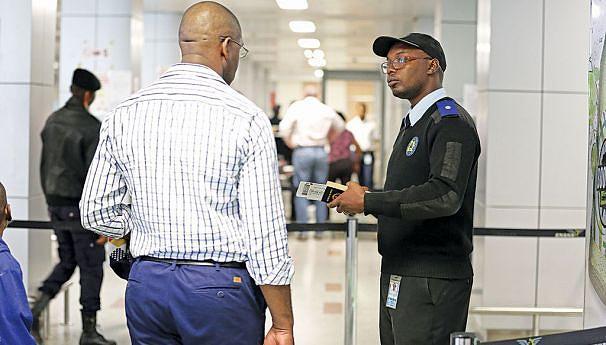 Efectivo do SME apenas confirma a validade e dados do passaporte