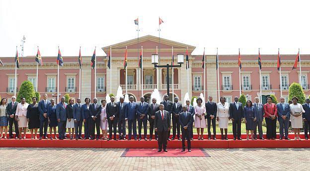 Presidente da República, Vice-Presidente e auxiliares durante a tomada de posse do Governo