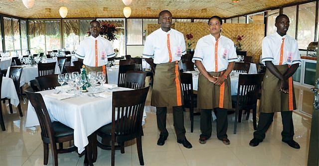 A província tem uma vasta rede hoteleira que emprega centenas de trabalhadores sendo na sua maioria mulheres
