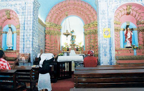 A Igreja da Nazaré foi construída em 1664, por ordem do governador André Negreiro, em agradecimento a Deus, por tê-lo salvo de um naufrágio durante a sua viagem do Brasil para Angola