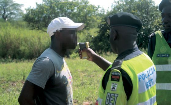 """Operações """"Stop"""", realizadas em especial nos fins-de-semana, têm como objectivo o combate à sinistralidade rodoviária e às infracções ao Código de Estrada"""