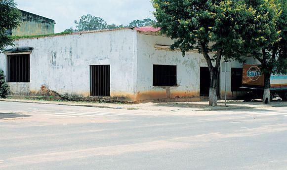Na cidade do Luena os problemas que a população enfrenta são muitos desde ravinas, degradação de esgotos das águas pluviais e residuais bem como o mau estado das vias de acesso