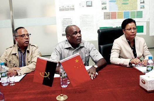 A ministra durante um encontro com funcionários da Imogestim