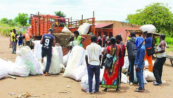 Os habitantes recorrem à República Democrática do Congo para terem acesso aos serviços de Saúde e Educação