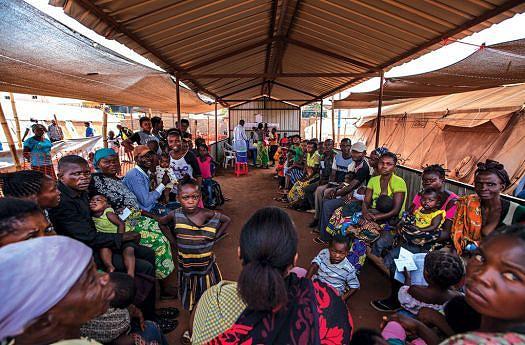 Para acudir muitas famílias desamparadas a Cruz Vermelha Internacional tem um programa para reencontro social