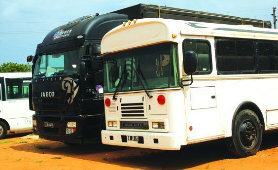 Automóveis usados de cargas e de passageiros têm até dez anos de fabrico para entrar no país