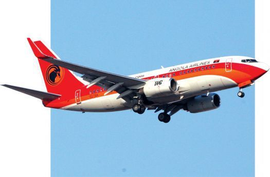 TAAG freta  um dos seus três Boeing 777-300ER como este,  a uma companhia  aérea do Bangladesh