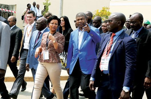 Chefe de Estado fez ontem uma visita guiada pela centralidade depois de entregar as chaves aos primeiros moradores
