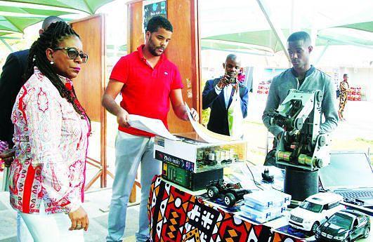 Ministra Maria do Rosário Sambo prestigiou a Feira Nacional do Inventor e do Criador com a sua presença durante dois dias