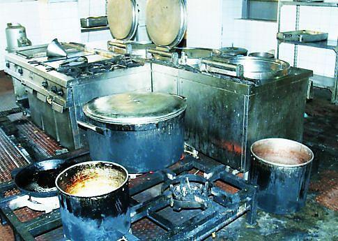 Cozinha da instituição precisa de uma reabilitação urgente