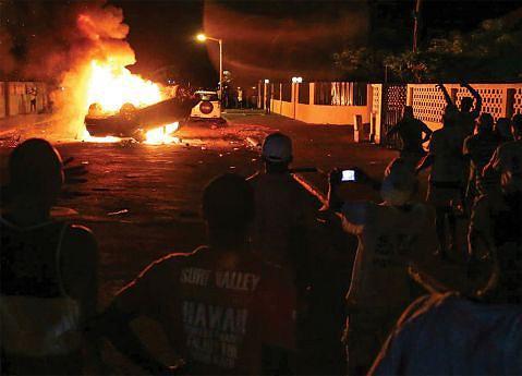 Viatura da juíza Natacha Amado Vaz acabou incendiada por manifestantes, num dos mais graves incidentes