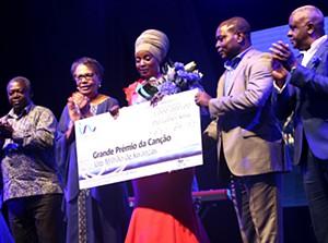 Anabela Aya vencedora do Grande  Prémio da Canção de Luanda