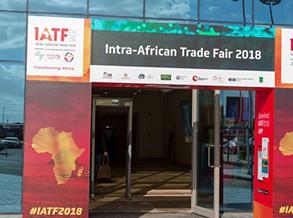 Simbiose cultura/comércio atrai feirantes ao pavilhão de Angola