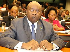 Presidente do Parlamento pede desculpa ao povo