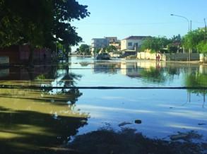 Chuvas inundam principais artérias da cidade do Lobito