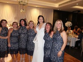 Seis convidadas aparecem com o mesmo vestido em casamento -e nenhuma era madrinha