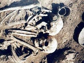 Túmulo de 3 mil anos revela mulher que decidiu ser enterrada viva com o corpo do marido