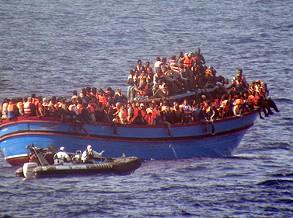Cerca de 180 migrantes morreram no naufrágio de sábado no Mediterrâneo