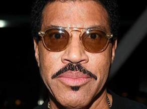 Lionel Richie revela que lutou contra depressão massiva pós morte do pai