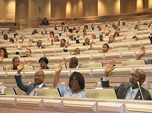Deputados procedem à votação final global do OGE 2019